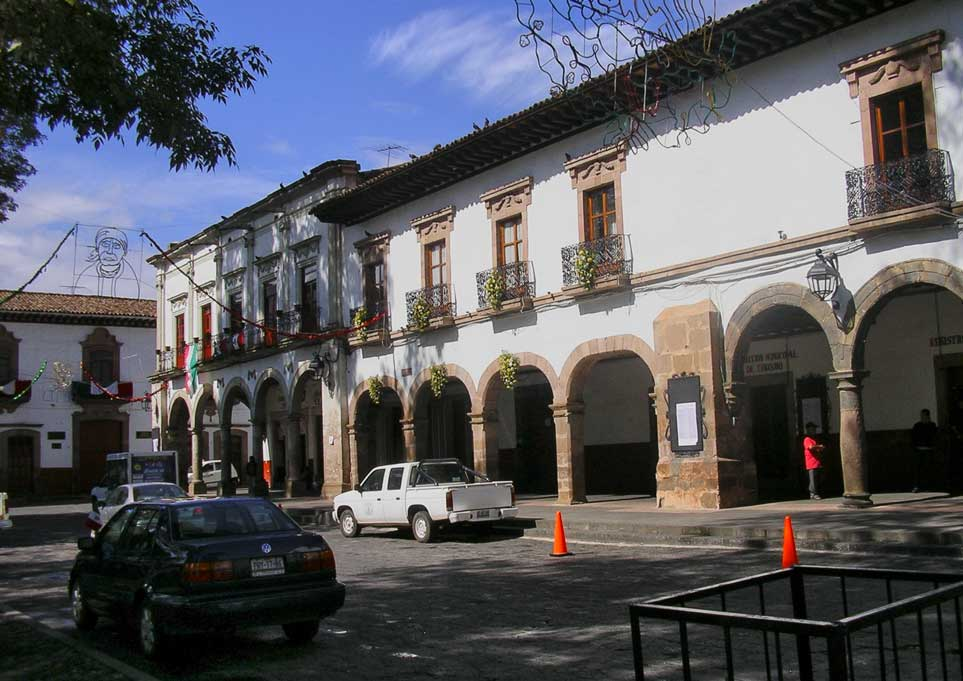 Hotels and shops surround the plaza with restaurants spilling out under the arches of the portales.