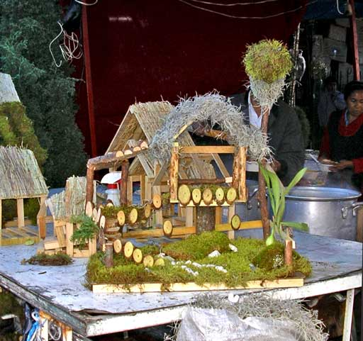 A traditional base for a nativity scene - decorated with moss. Everything from simple to the most elaborate is available this week at mercados all over México.