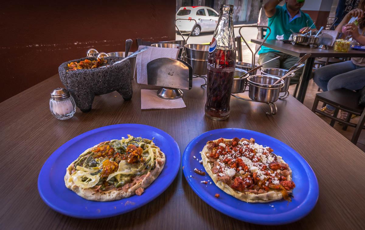 Dos Sopes - Rajas con cebollas, Chorizo con queso