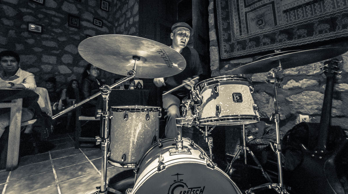 Film Speak: Todd Clouser - Guitar, Daniel Jodocy - Drums, y Phil Grenadier - Trumpet