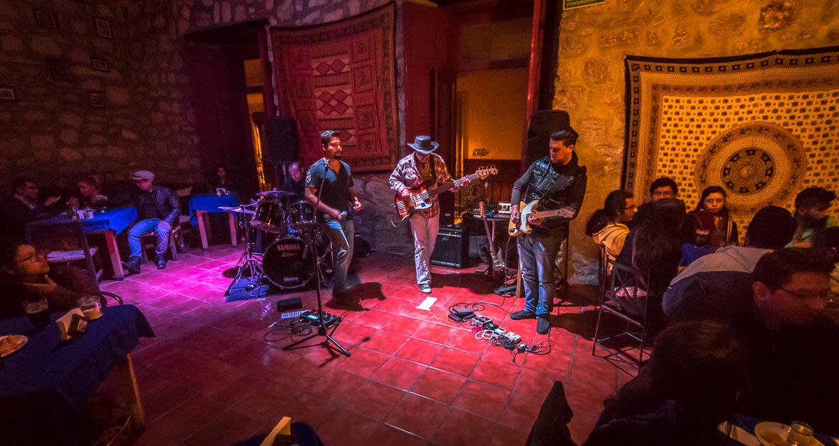 """Vudú: Jose Luis """"El Negro"""" Calderón - Batería Jared García - Bajo Victor Hernández - voz y armónica Miguel Escobar - Guitarra Arturo """"El Master"""" - Guitarra"""