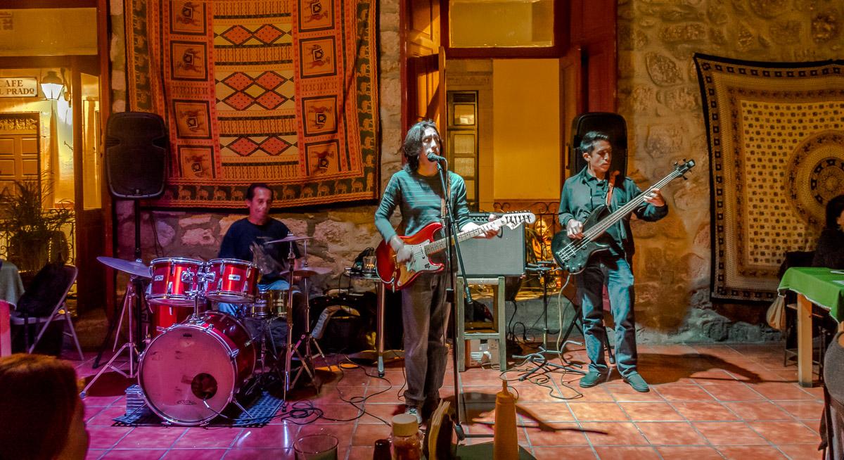 Chris Sanchez Blues Band: Chris Sánchez: Guitarra y voz. Chuck Sánchez: Bajo. Charly Sánchez: Bateria