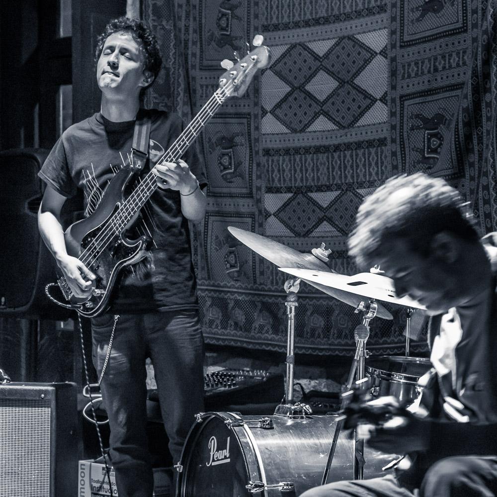 Magnet Animals: Todd Clouser - guitarra y voz, Eyal Maoz - guitarra, Shanir Ezra Blumenkranz - bajo, Jorge Servin - bateria