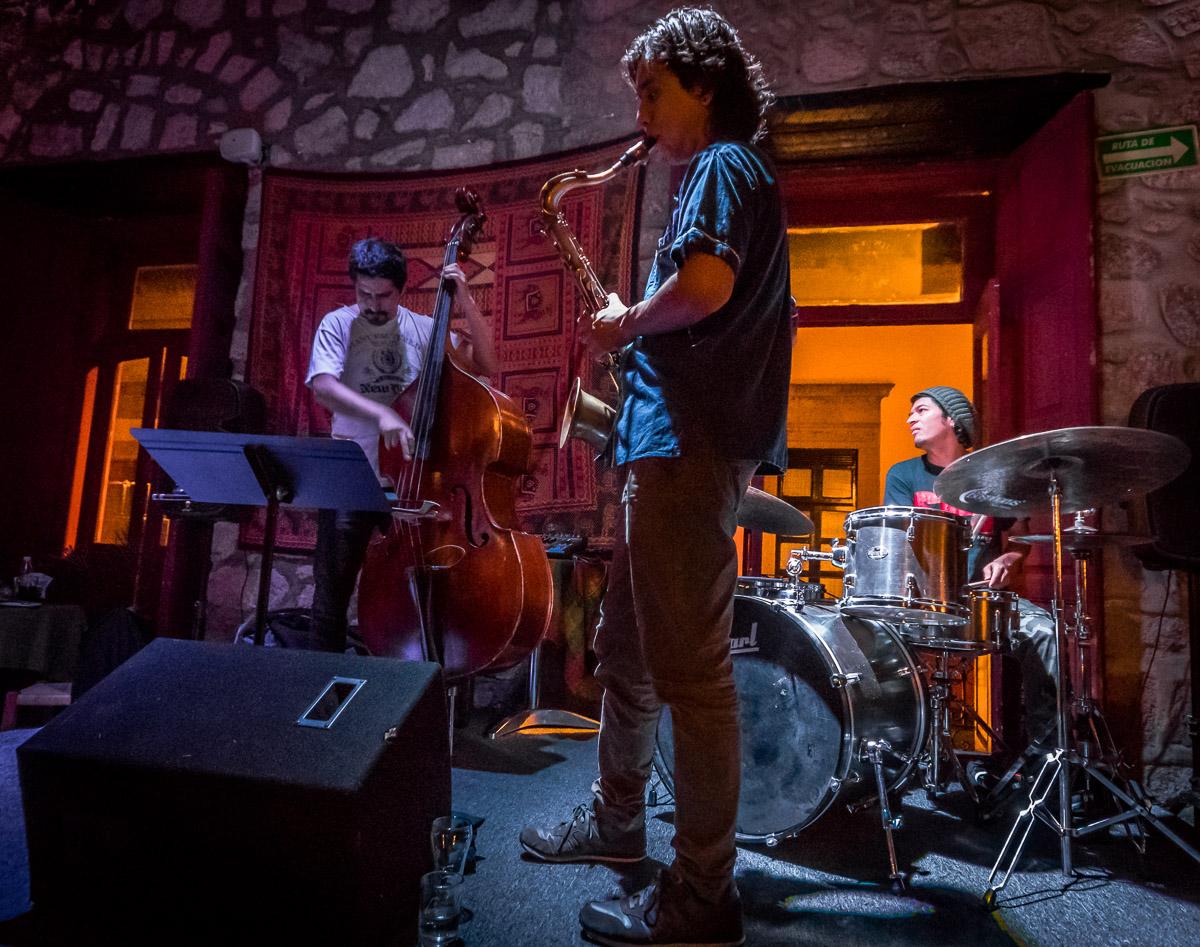 Gustavo Nandayapa Trío: Gustavo Nandayapa - Drums, Benjamín García - Bass Diego Franco - Sax